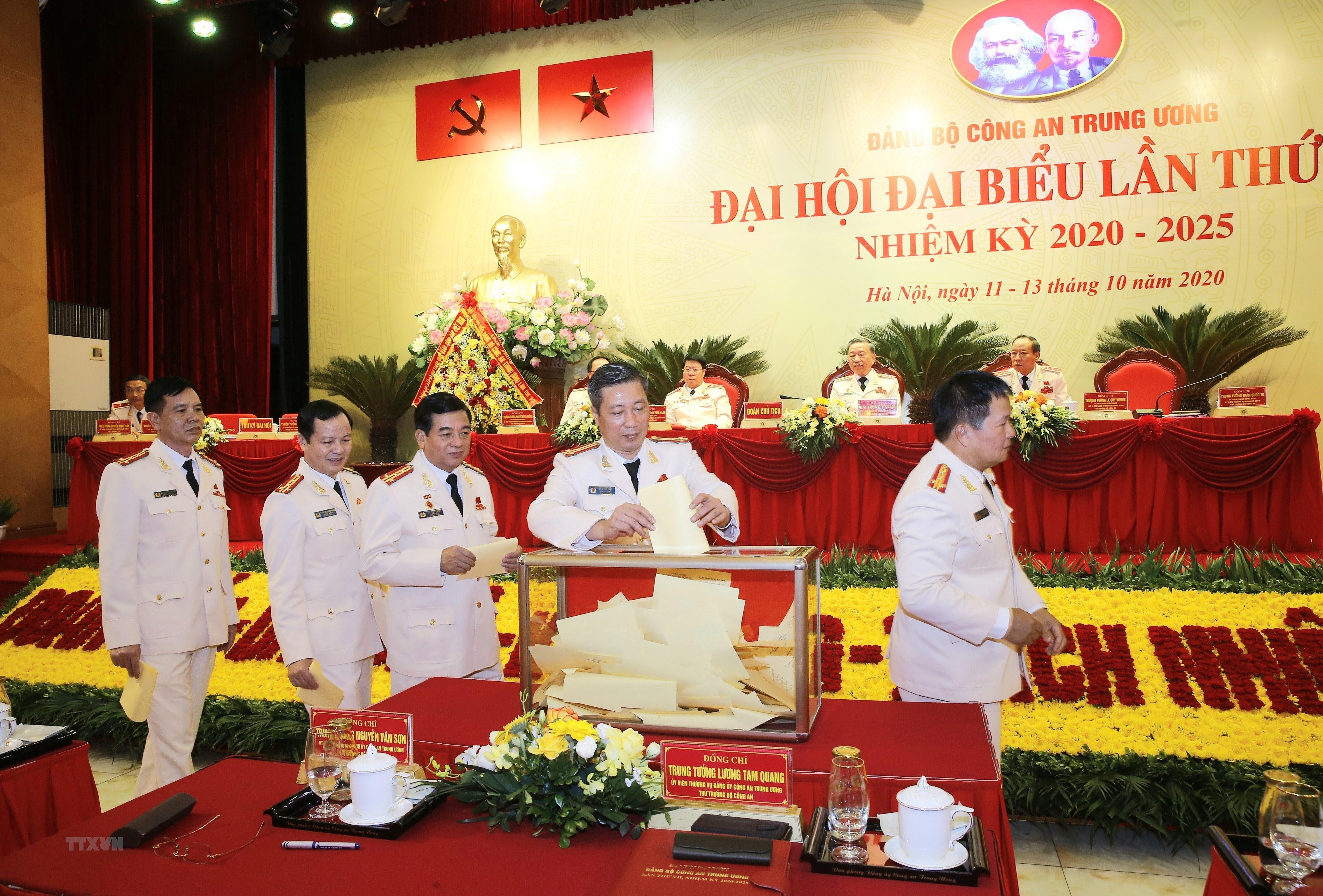 [Photo] Dai hoi dai bieu Dang bo Cong an Trung uong lan thu VII hinh anh 6