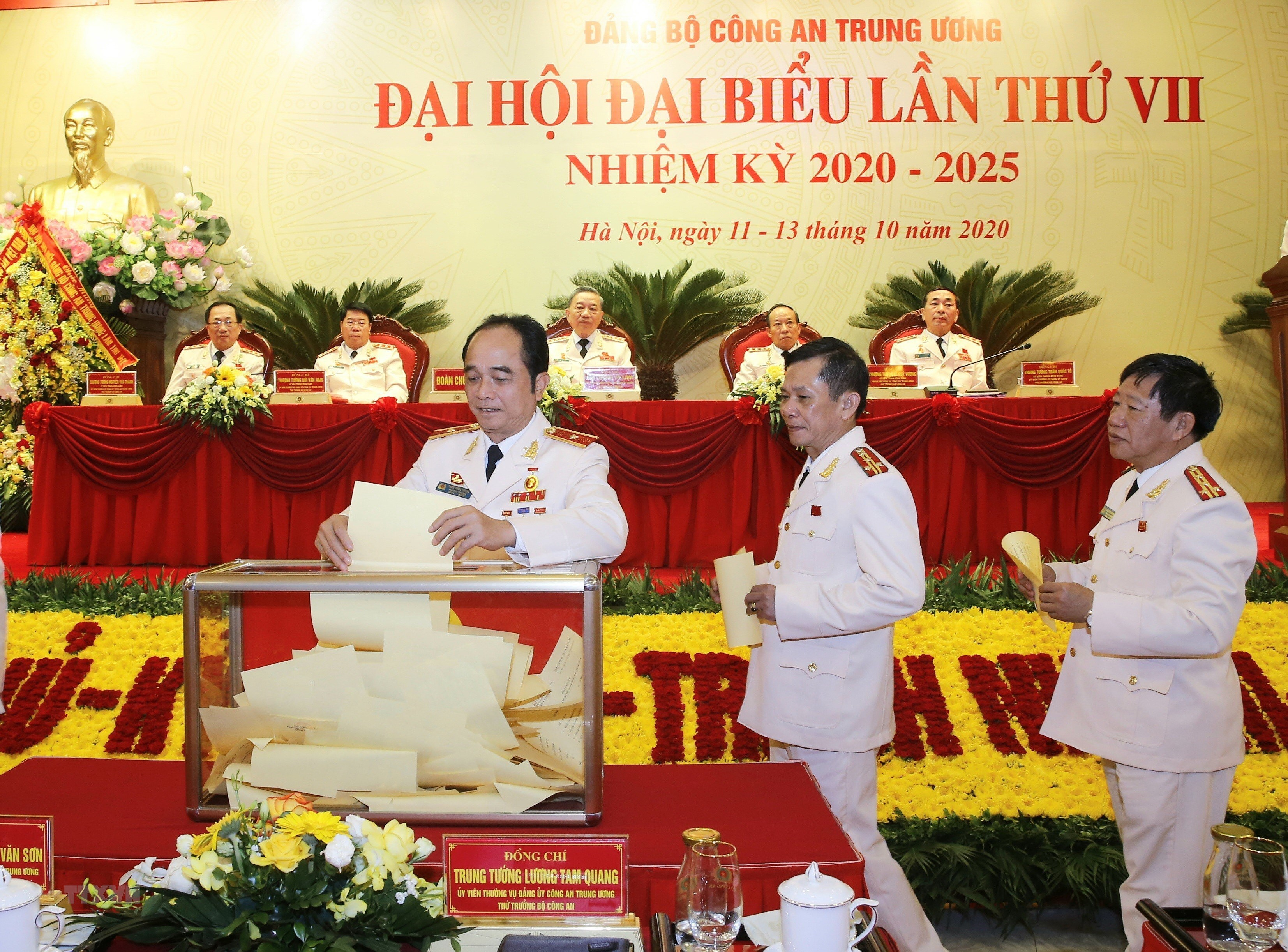 [Photo] Dai hoi dai bieu Dang bo Cong an Trung uong lan thu VII hinh anh 7