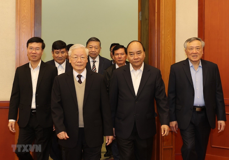 Bo Chinh tri, Ban Bi thu gap mat than mat cac dong chi nguyen lanh dao hinh anh 1