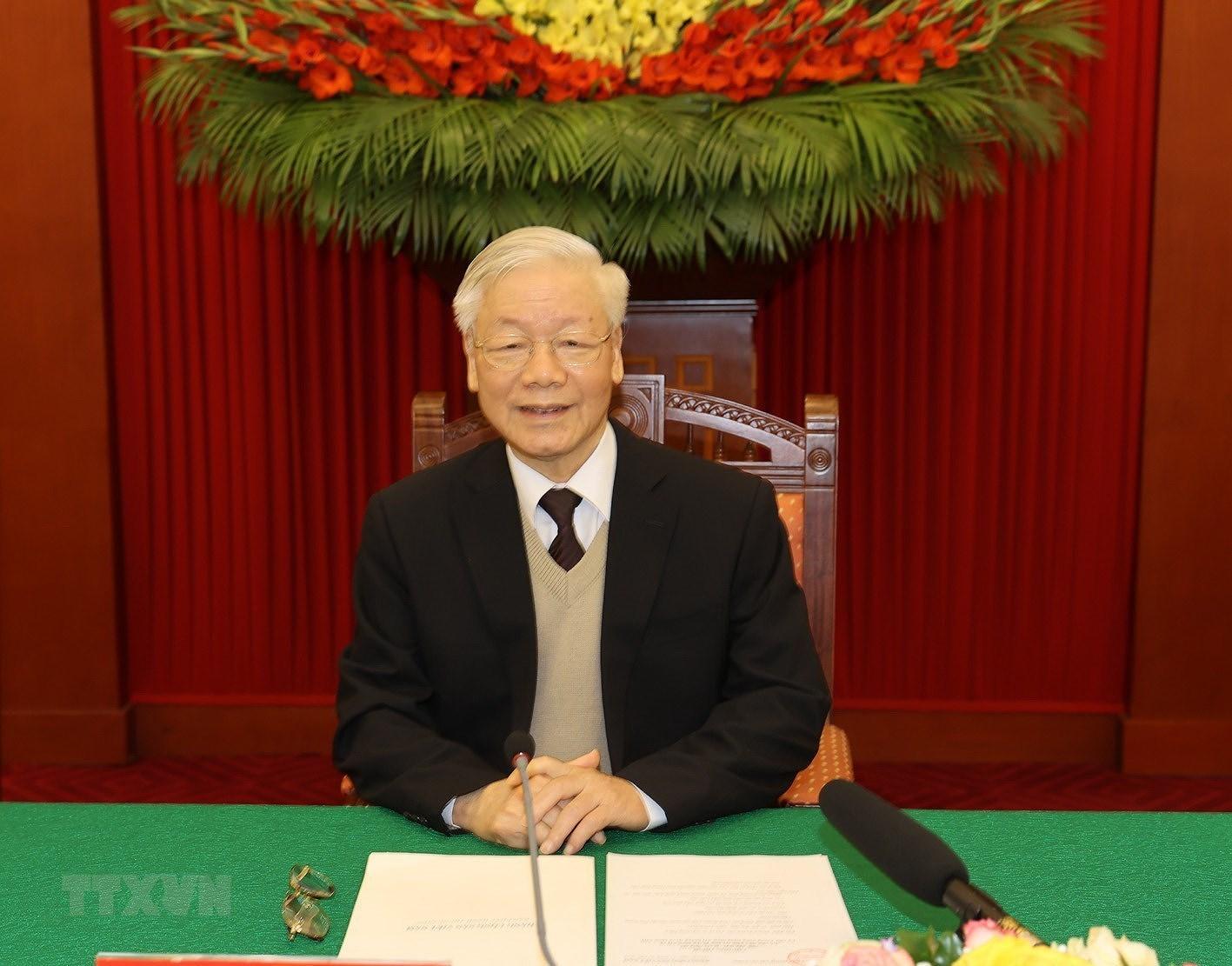 Bo Chinh tri, Ban Bi thu gap mat than mat cac dong chi nguyen lanh dao hinh anh 3