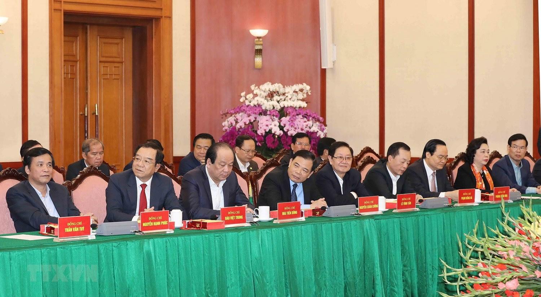 Bo Chinh tri, Ban Bi thu gap mat than mat cac dong chi nguyen lanh dao hinh anh 11