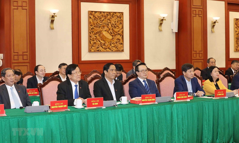 Bo Chinh tri, Ban Bi thu gap mat than mat cac dong chi nguyen lanh dao hinh anh 14