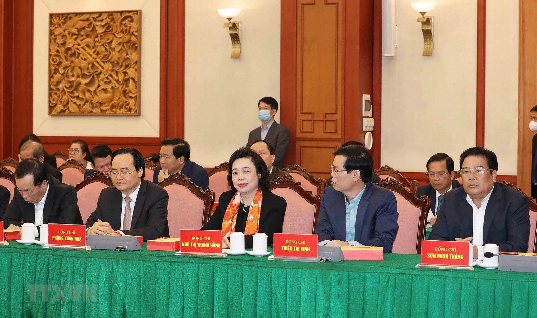 Bo Chinh tri, Ban Bi thu gap mat than mat cac dong chi nguyen lanh dao hinh anh 18