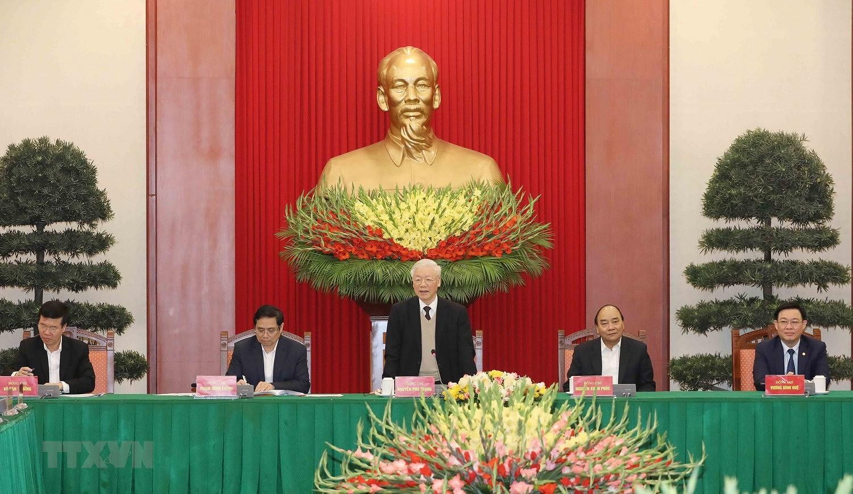 Bo Chinh tri, Ban Bi thu gap mat than mat cac dong chi nguyen lanh dao hinh anh 8