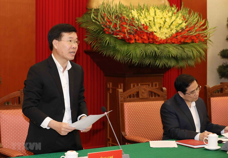 Bo Chinh tri, Ban Bi thu gap mat than mat cac dong chi nguyen lanh dao hinh anh 2