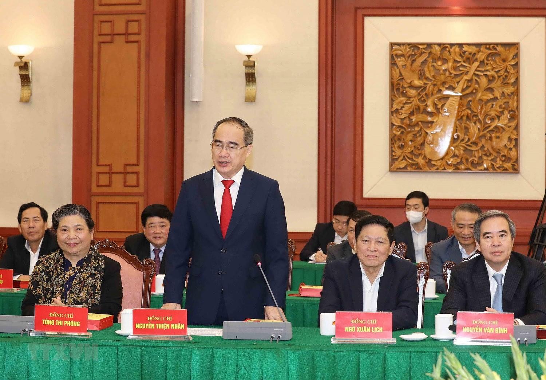 Bo Chinh tri, Ban Bi thu gap mat than mat cac dong chi nguyen lanh dao hinh anh 9