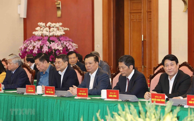 Bo Chinh tri, Ban Bi thu gap mat than mat cac dong chi nguyen lanh dao hinh anh 10