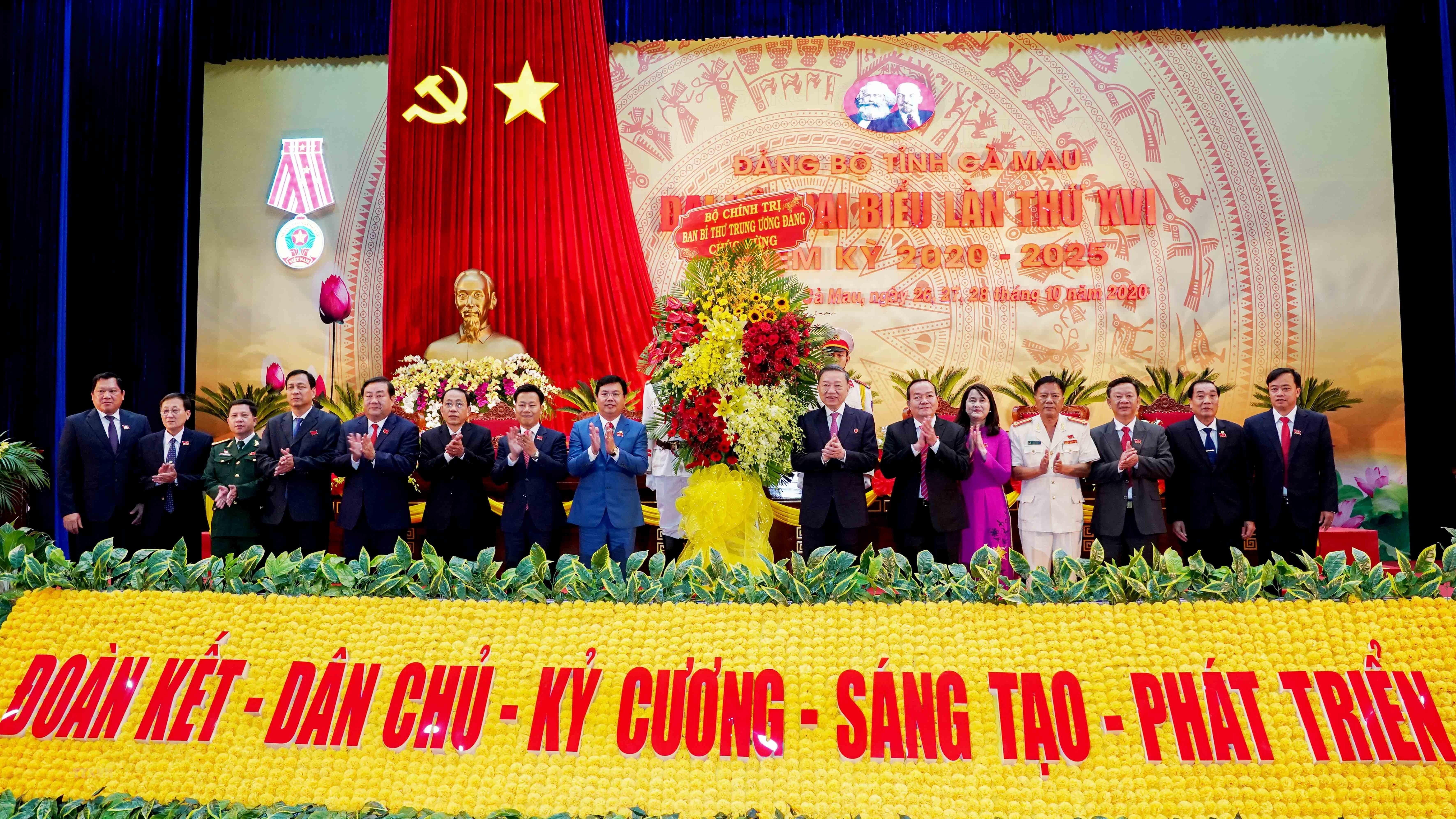 Dong chi To Lam tham du va chi dao Dai hoi Dang bo tinh Ca Mau lan XVI hinh anh 3