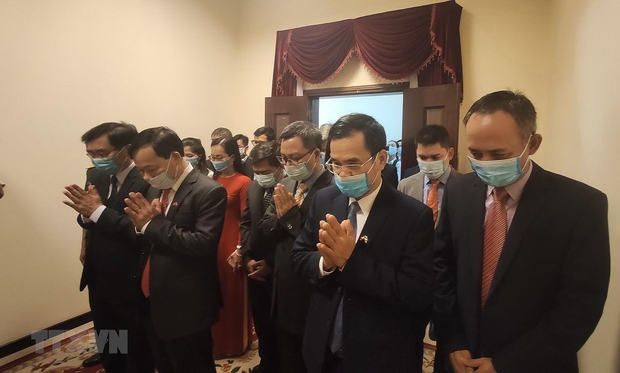 Dang bo tai Campuchia dang huong tuong nho Chu tich Ho Chi Minh hinh anh 1