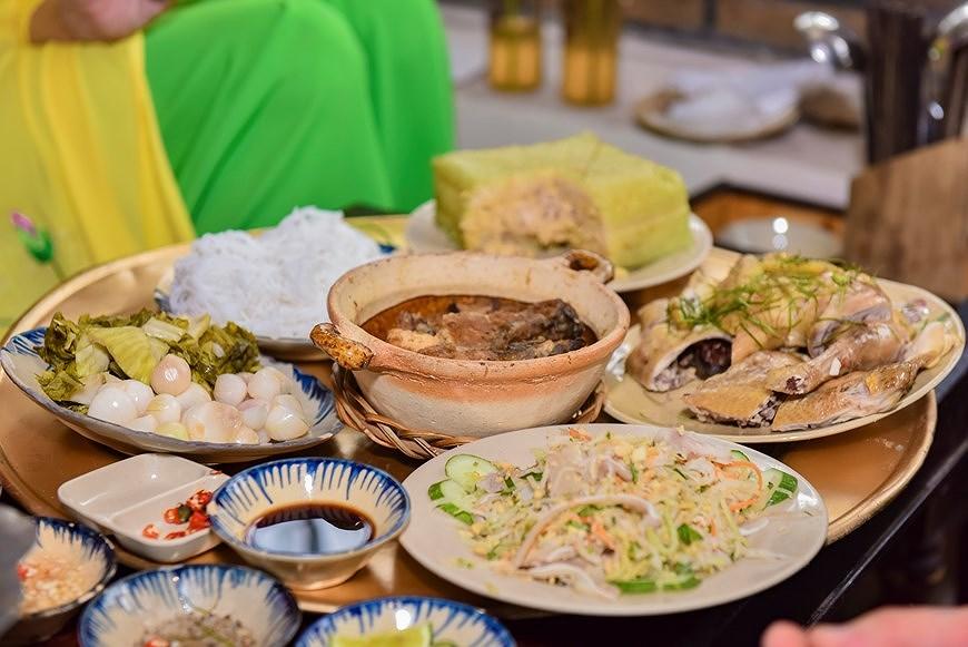 组图:国际朋友对越南传统春节和包粽子习惯颇感兴趣 hinh anh 5