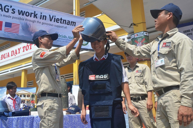 组图:国际提高地雷意识和协助地雷行动日:越南致力于克服地雷炸弹后果 hinh anh 10