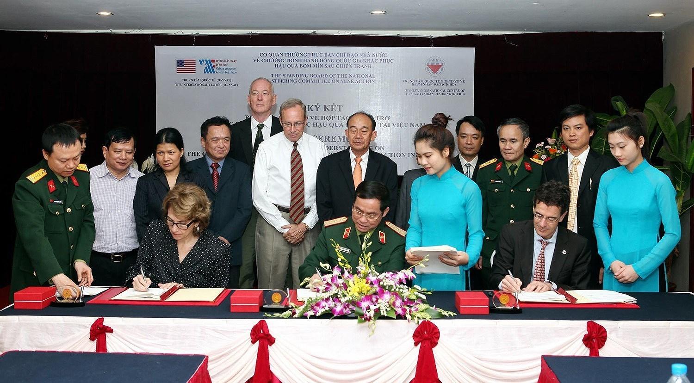 组图:国际提高地雷意识和协助地雷行动日:越南致力于克服地雷炸弹后果 hinh anh 12