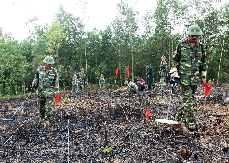 组图:国际提高地雷意识和协助地雷行动日:越南致力于克服地雷炸弹后果 hinh anh 14