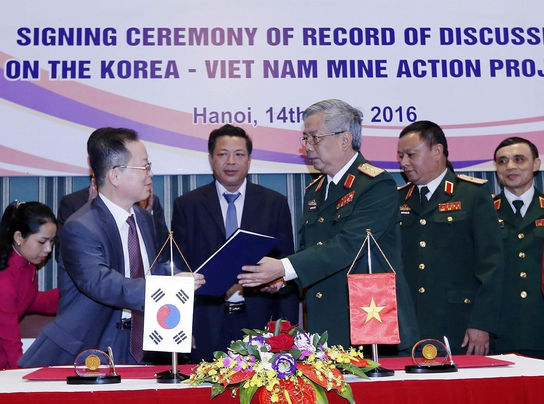 组图:国际提高地雷意识和协助地雷行动日:越南致力于克服地雷炸弹后果 hinh anh 9