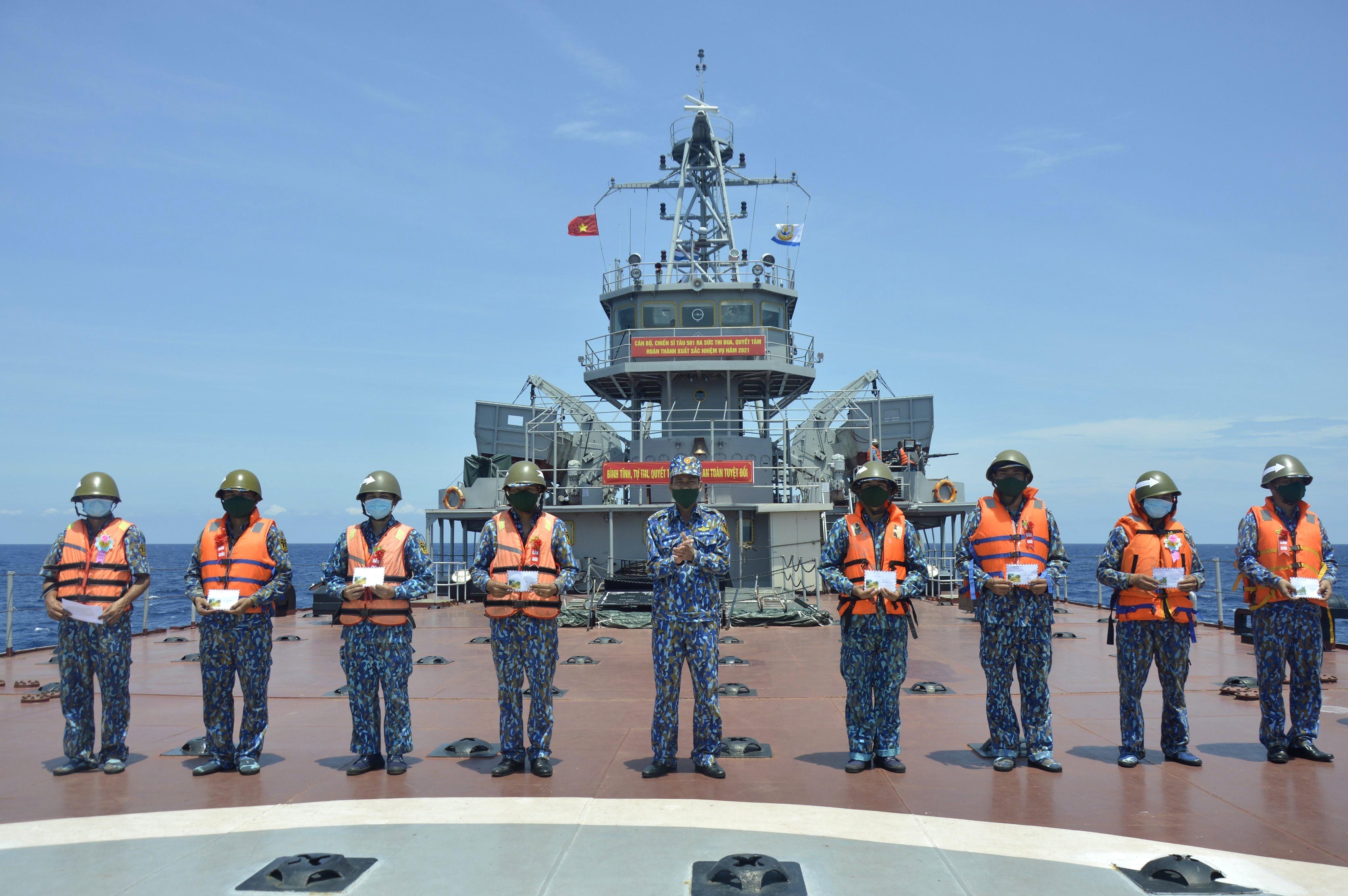 组图:海军二号司令部着力加强海上训练工作 hinh anh 7