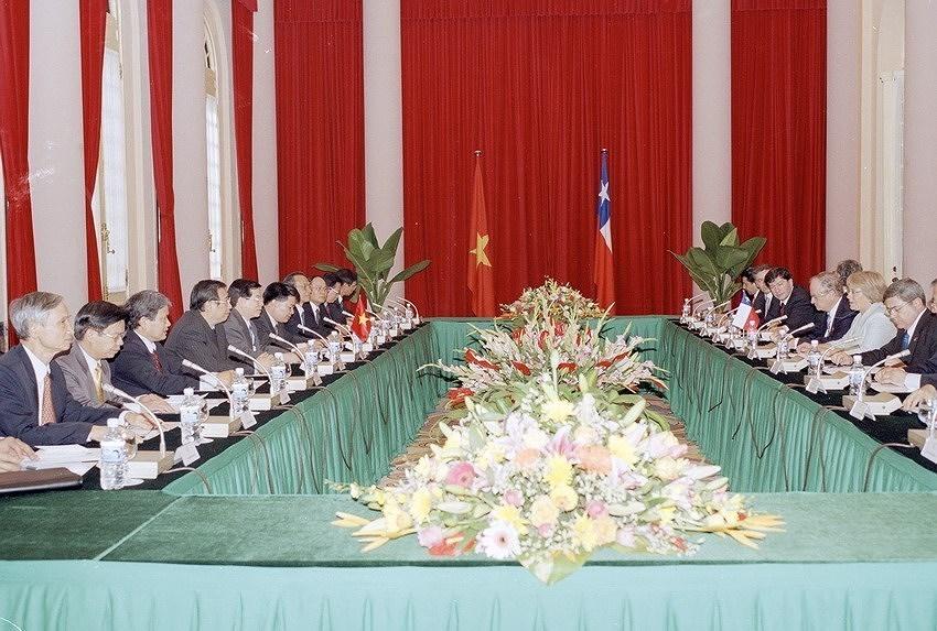 组图:越南智利建交50周年:全面伙伴关系日益向前迈进 hinh anh 9