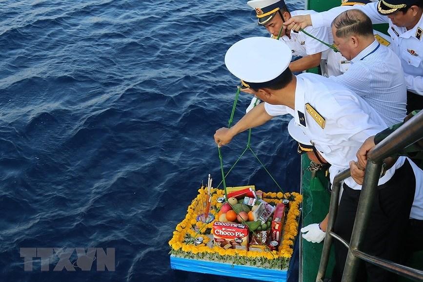 组图:长沙烈士悼念仪式在东海上举行 hinh anh 3