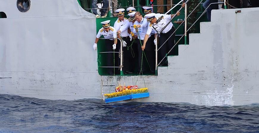 组图:长沙烈士悼念仪式在东海上举行 hinh anh 7