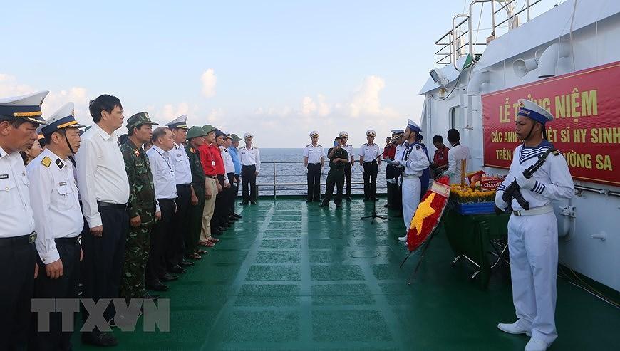 组图:长沙烈士悼念仪式在东海上举行 hinh anh 8