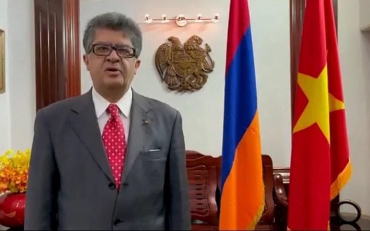 各国大使相信越南共产党将带领越南取得伟大的经济突破 hinh anh 1