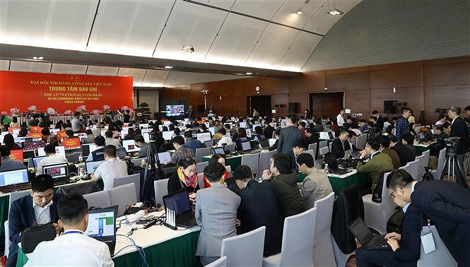 Hundreds of reporters cover 13th National Party Congress' opening ceremony hinh anh 1