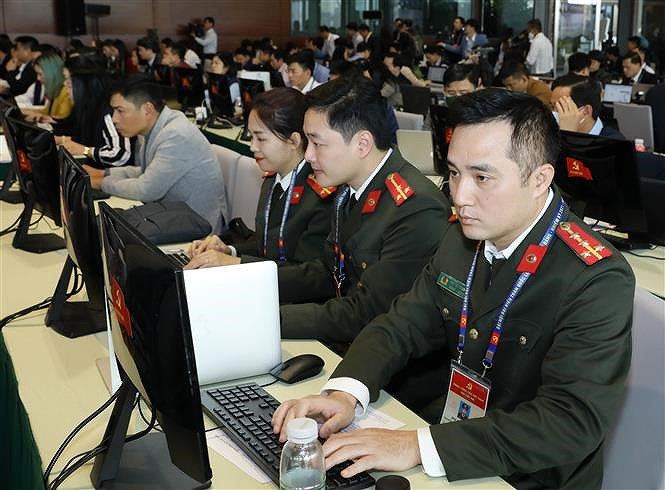 Hundreds of reporters cover 13th National Party Congress' opening ceremony hinh anh 4