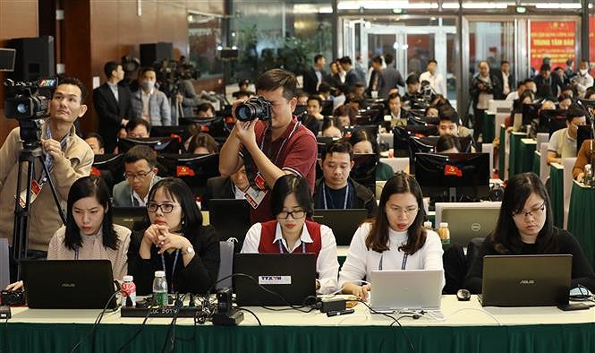 Hundreds of reporters cover 13th National Party Congress' opening ceremony hinh anh 5