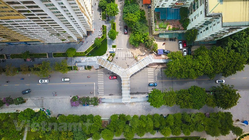 Y-shaped pedestrian overpass in Hanoi hinh anh 1