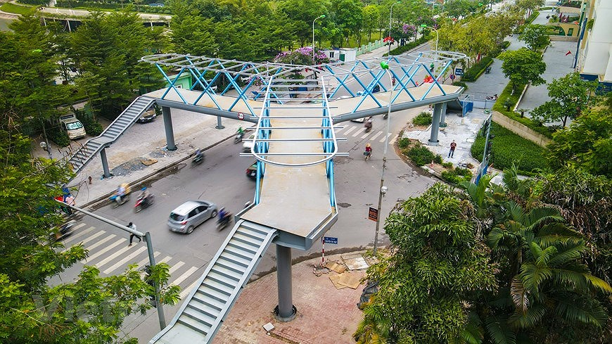Y-shaped pedestrian overpass in Hanoi hinh anh 3
