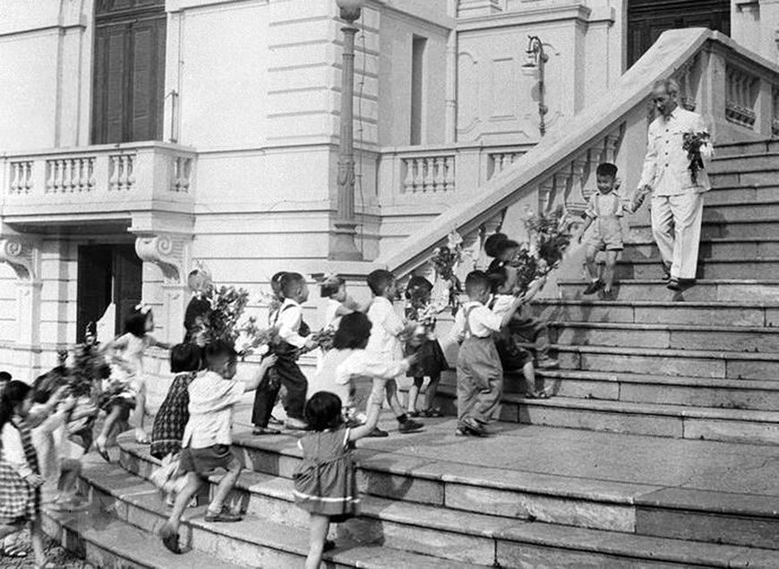 President Ho Chi Minh: Children's beloved uncle hinh anh 11