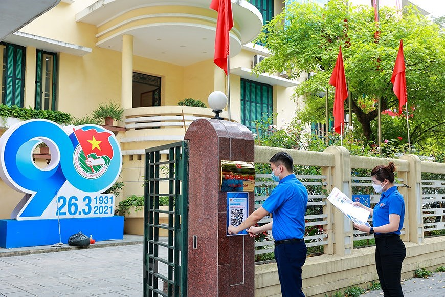 Hanoi Youth Union members active to popularise election hinh anh 1