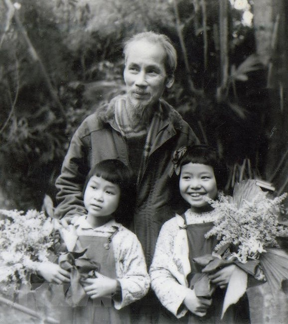 President Ho Chi Minh: Children's beloved uncle hinh anh 7