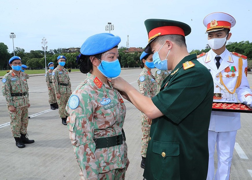 Staff of Level-2 Field Hospital No.2 pay homage to Uncle Ho hinh anh 5