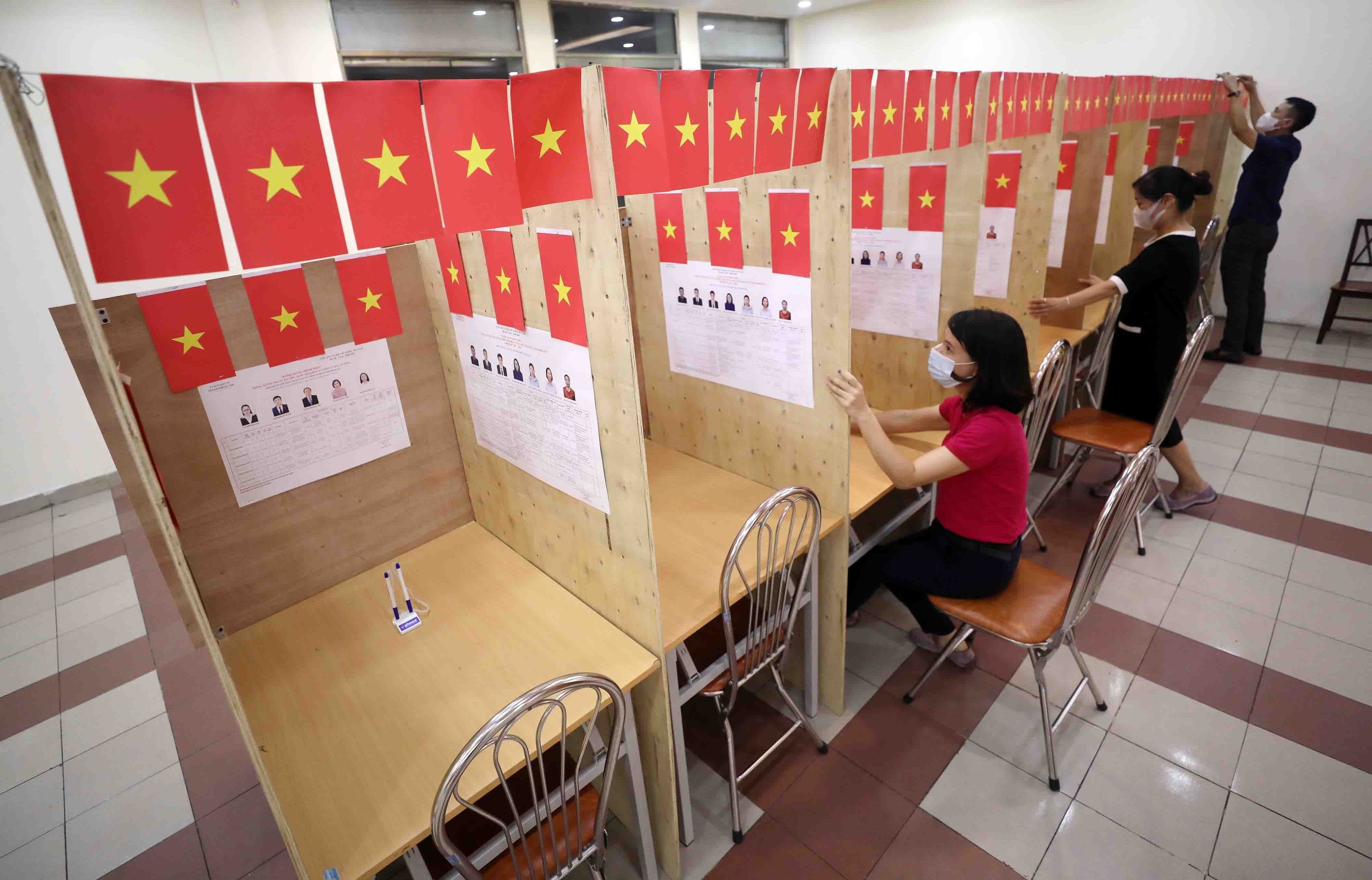 Election campaigns completed safely in compliance with law hinh anh 4
