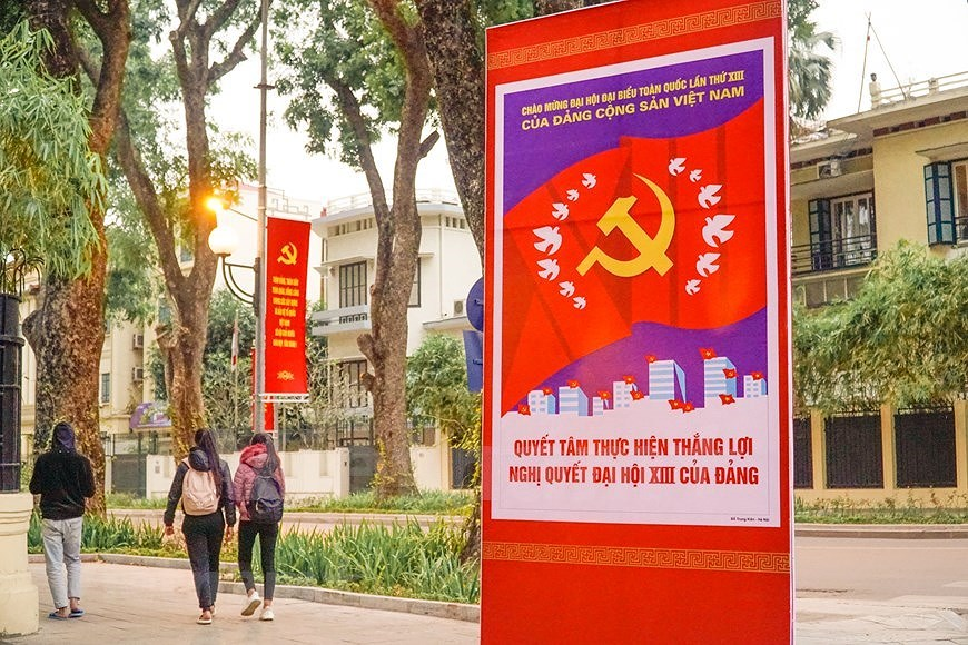 Hanoi's streets adorned to welcome 13th National Party Congress hinh anh 11