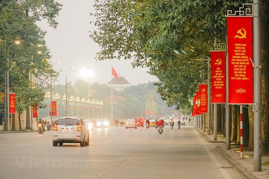 Hanoi's streets adorned to welcome 13th National Party Congress hinh anh 14