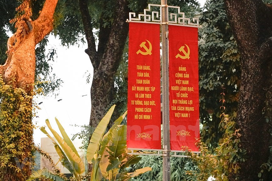 Hanoi's streets adorned to welcome 13th National Party Congress hinh anh 16