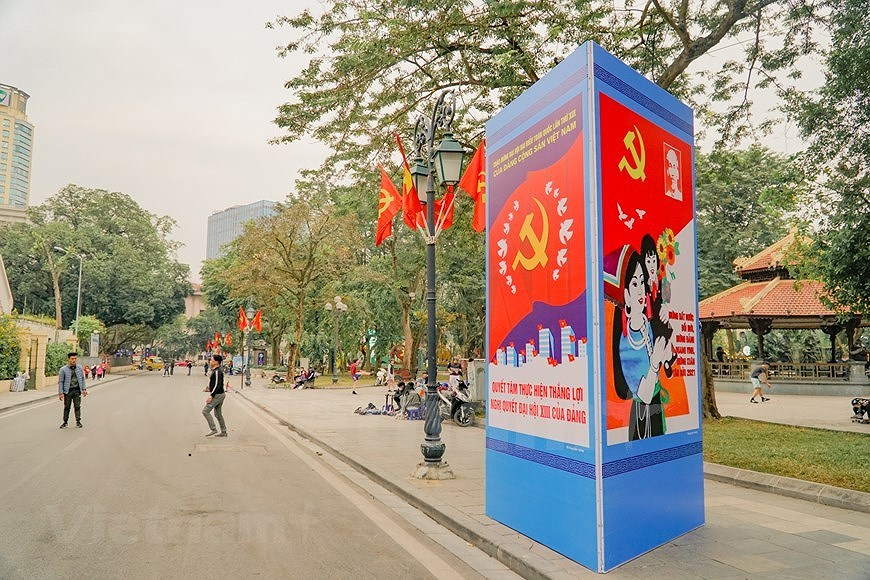 Hanoi's streets adorned to welcome 13th National Party Congress hinh anh 7