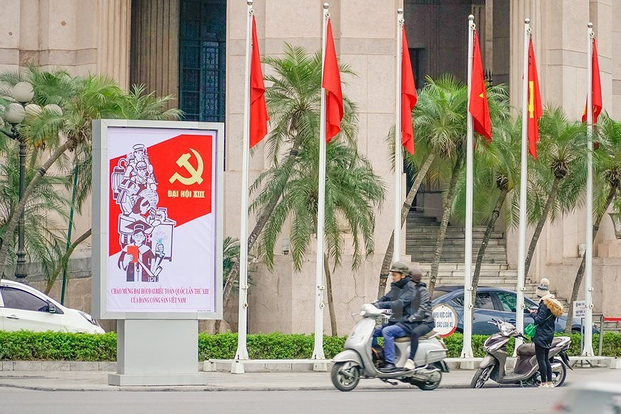 Hanoi's streets adorned to welcome 13th National Party Congress hinh anh 8