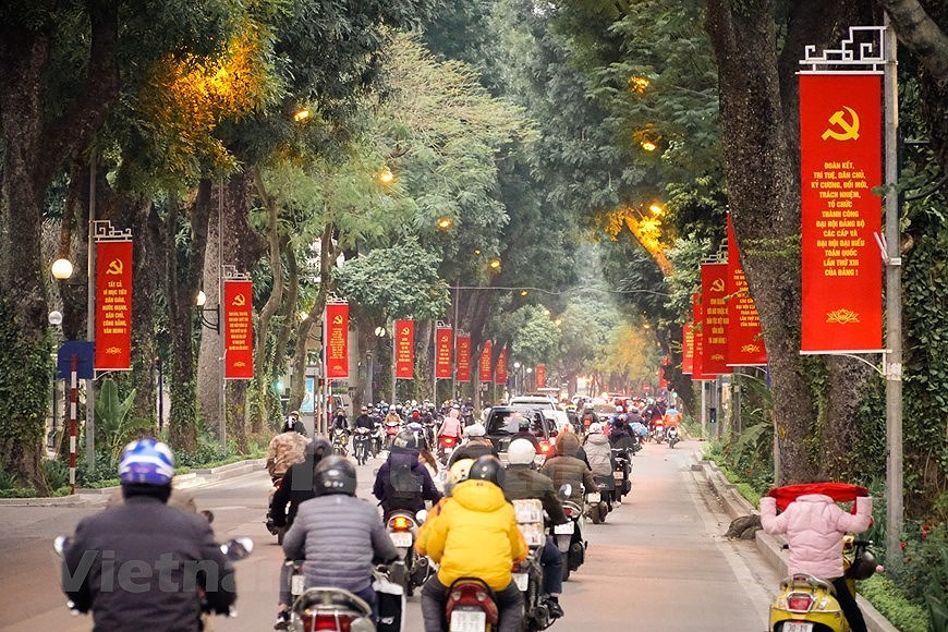 Hanoi's streets adorned to welcome 13th National Party Congress hinh anh 6