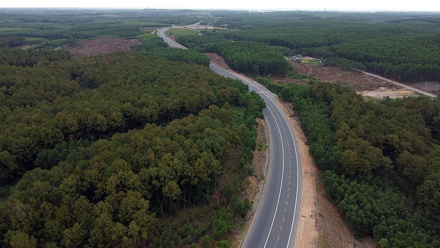 Expressway connecting central coastal localities ready for opening to traffic hinh anh 1