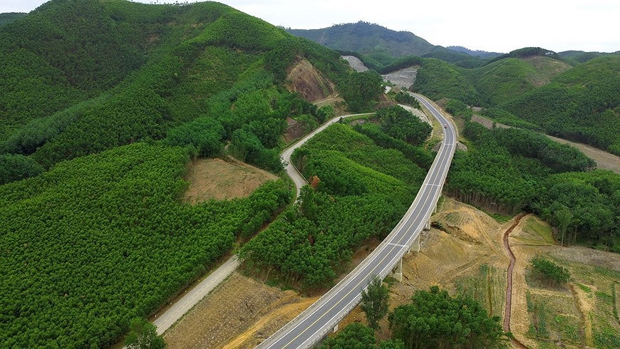 Expressway connecting central coastal localities ready for opening to traffic hinh anh 2