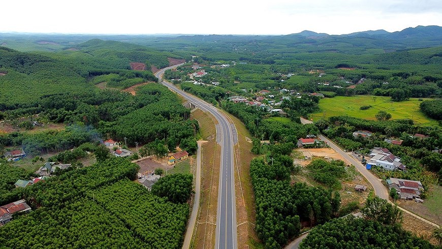 Expressway connecting central coastal localities ready for opening to traffic hinh anh 4
