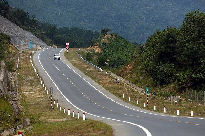 Expressway connecting central coastal localities ready for opening to traffic hinh anh 5