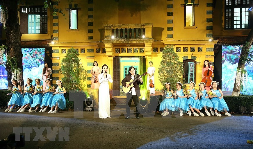 Performance celebrates Uncle Ho's 130th birthday hinh anh 8