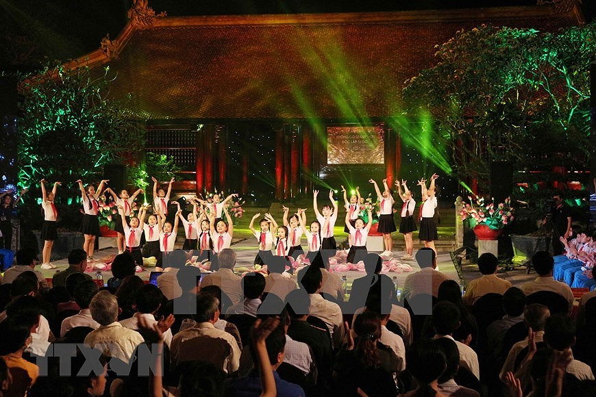 Performance celebrates Uncle Ho's 130th birthday hinh anh 12