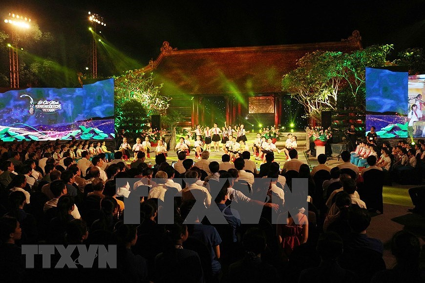 Performance celebrates Uncle Ho's 130th birthday hinh anh 13