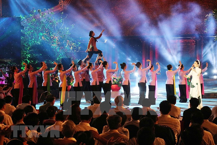 Performance celebrates Uncle Ho's 130th birthday hinh anh 10