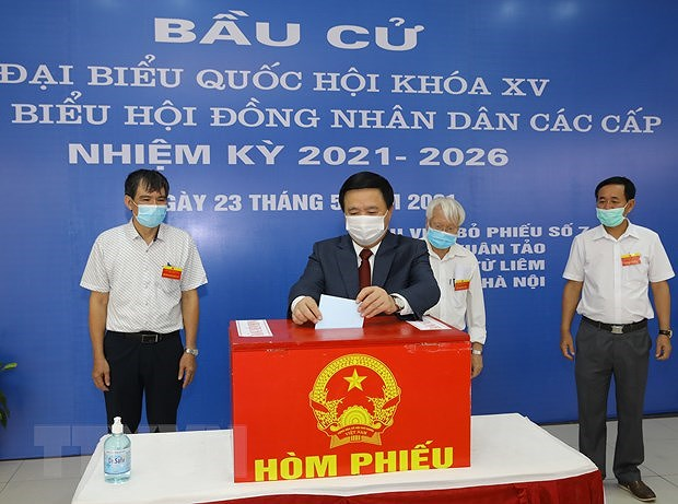 Voters nationwide cast ballots hinh anh 2