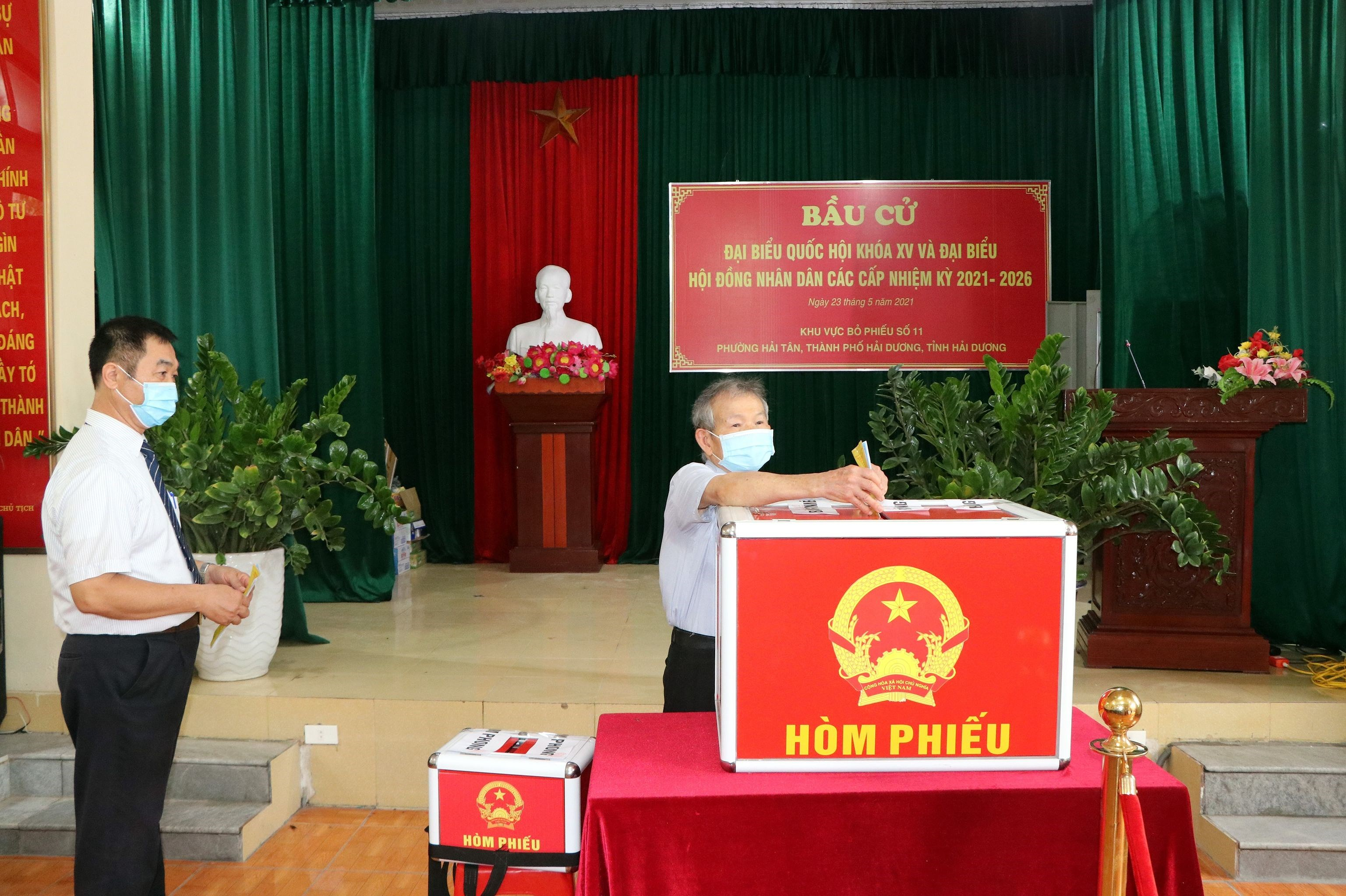 Voters nationwide cast ballots hinh anh 15